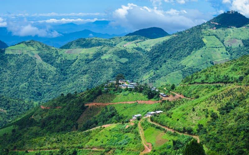 Bella vista del paesaggio con le montagne verdi da Kalaw, Shan State, Myanmar fotografie stock