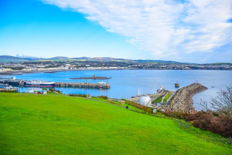 Bella vista del paesaggio della città della spiaggia di Douglas nell'Isola di Man immagine stock libera da diritti