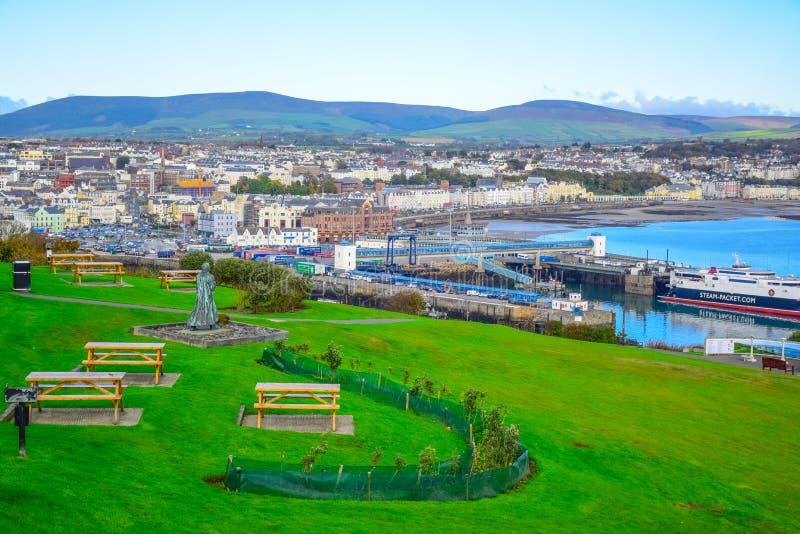 Bella vista del paesaggio della città della spiaggia di Douglas nell'Isola di Man fotografia stock libera da diritti