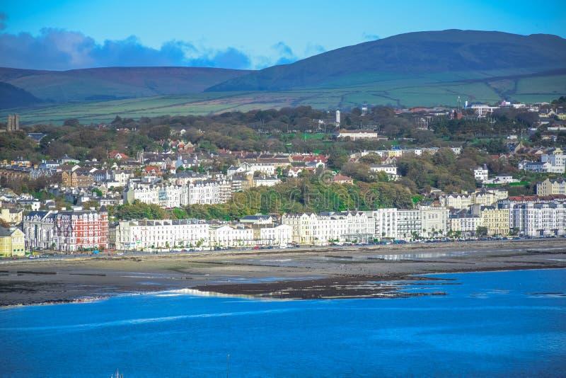 Bella vista del paesaggio della città della spiaggia di Douglas nell'Isola di Man fotografia stock