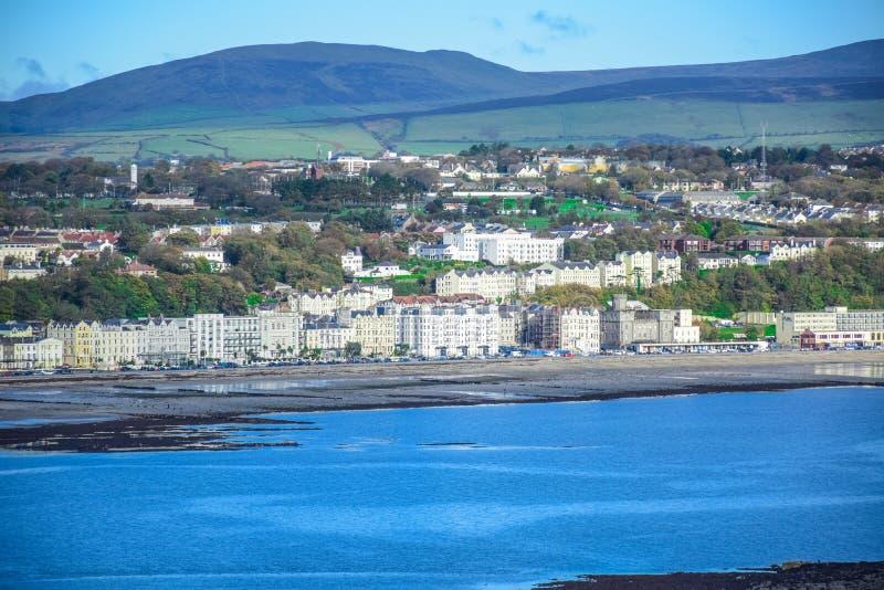 Bella vista del paesaggio della città della spiaggia di Douglas nell'Isola di Man fotografie stock