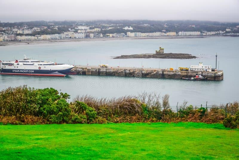 Bella vista del paesaggio della città della spiaggia di Douglas nell'Isola di Man immagini stock
