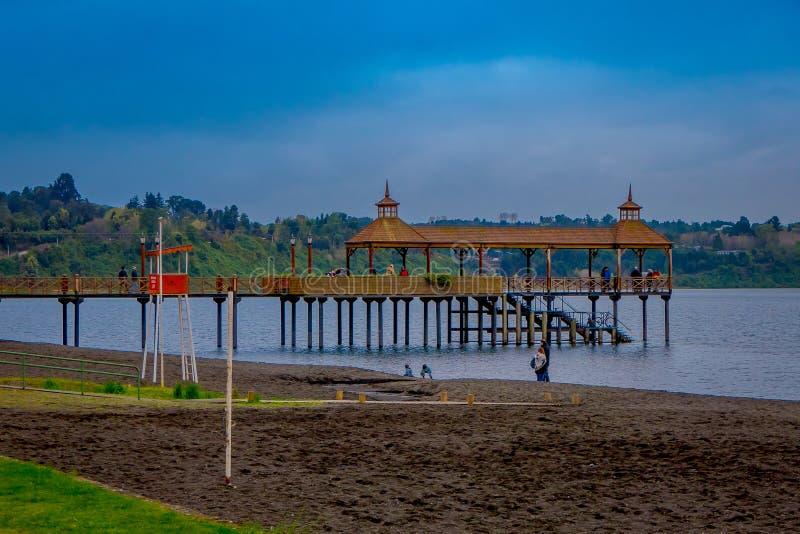 Bella vista del pilastro nel lago llanquihue, Frutillar Bajo, Cile immagine stock libera da diritti