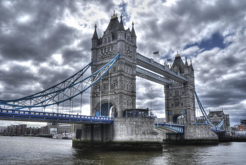 Bella vista del ponte della torre di Londra fotografie stock libere da diritti