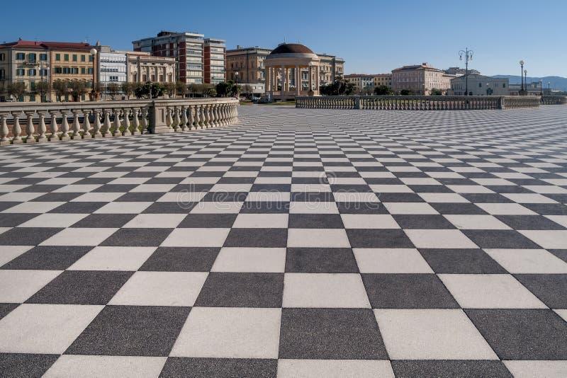 Bella vista del Terrazza famoso Mascagni ed il gazebo sul lungonmare di Livorno, Toscana, Italia immagini stock