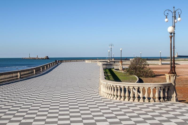 Bella vista del Terrazza famoso Mascagni sul lungonmare di Livorno, Toscana, Italia fotografia stock libera da diritti