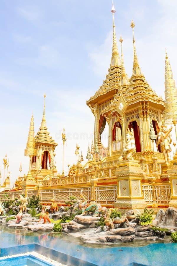 Bella vista dell'oro del primo piano il crematorio reale per il HM il re recente Bhumibol Adulyadej al 4 novembre 2017 fotografia stock libera da diritti