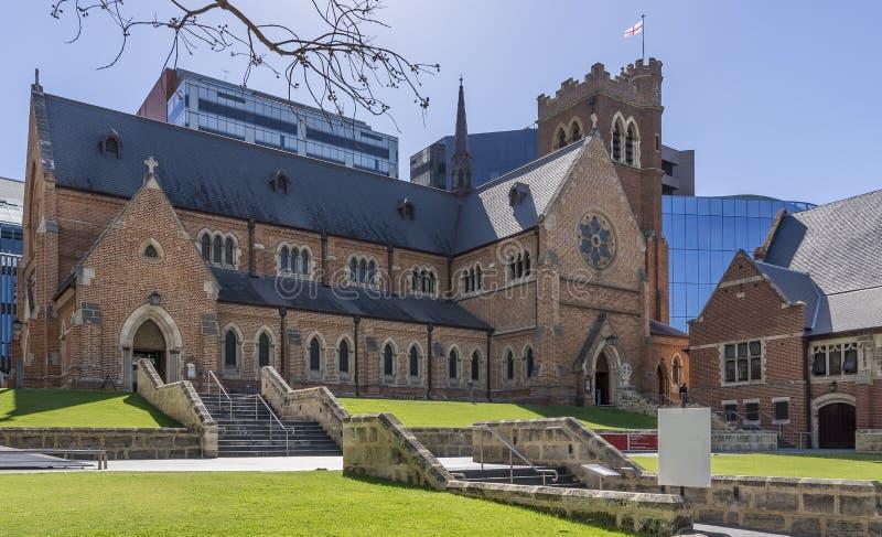 Bella vista della cattedrale di St George a Perth centrale, Australia occidentale, un bello giorno soleggiato fotografia stock libera da diritti