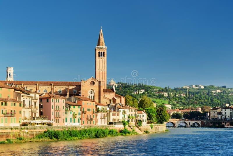 Bella vista della chiesa di Santa Anastasia a Verona, Italia fotografie stock libere da diritti