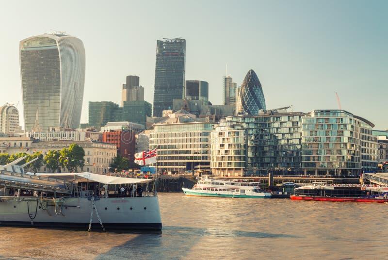 Download Bella Vista Della Città Di Londra Dal Tamigi Fotografia Stock - Immagine di skyline, fiume: 56889018