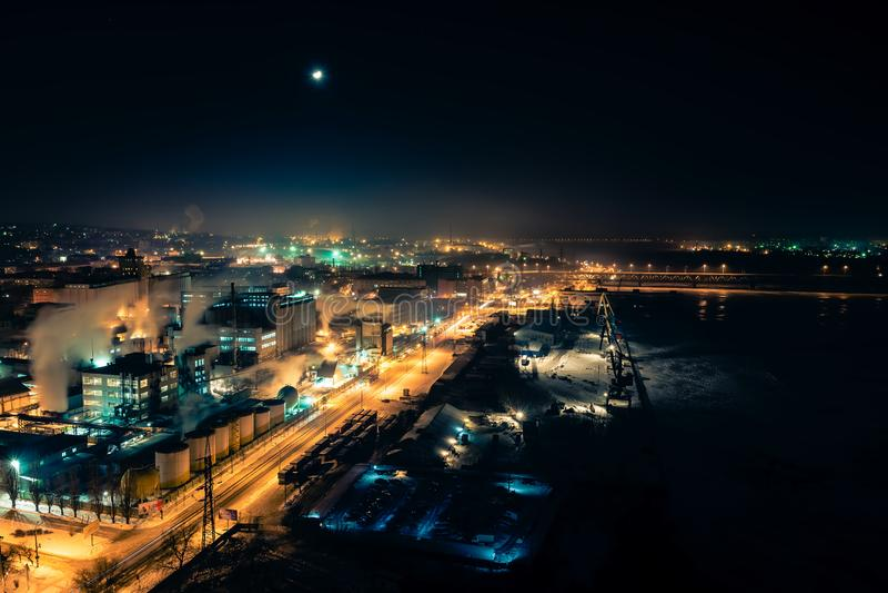 Bella vista della città Dniepropetovsk Ucraina di notte dall'alto posto immagini stock