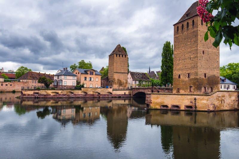 Bella vista della città storica di Strasburgo, hous variopinto fotografia stock libera da diritti