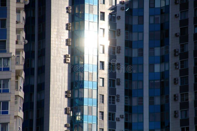 Bella vista della costruzione nella città di Krasnodar fotografia stock