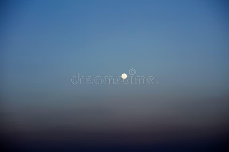 Bella vista della luna da alta qualità del fondo della barca fotografie stock