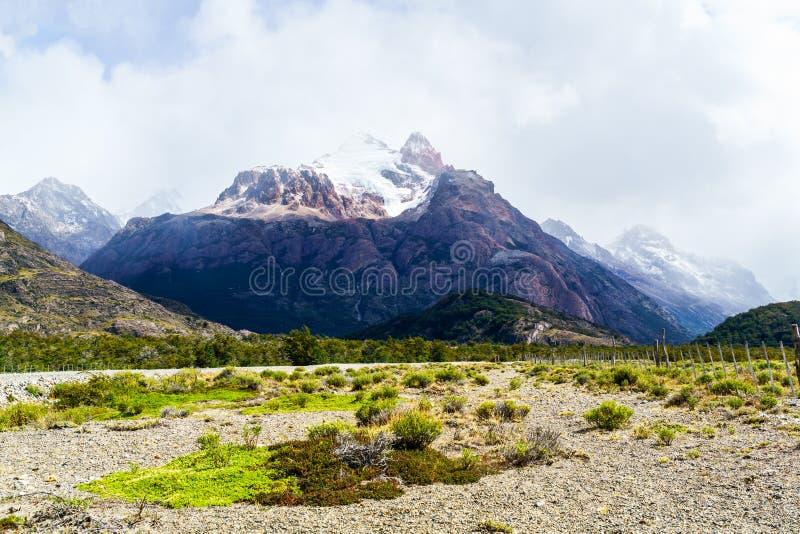 Bella vista della montagna nel parco nazionale di Los Graciares fotografia stock