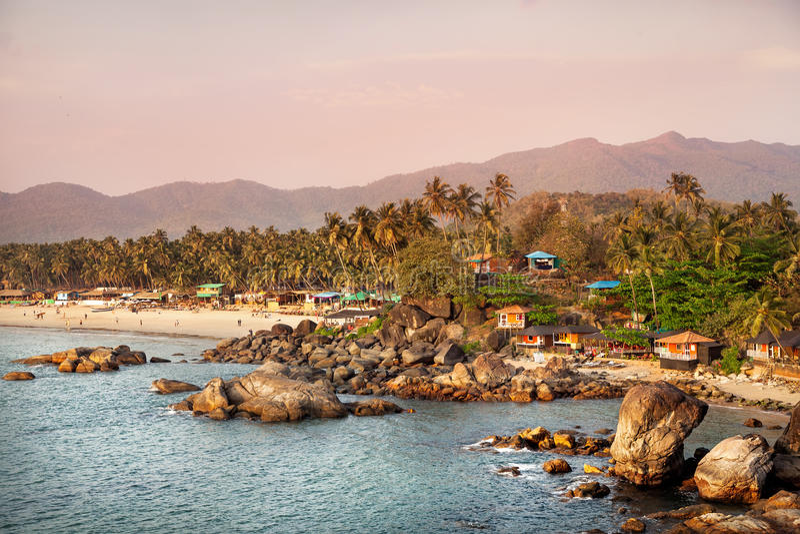 Bella vista della spiaggia di tramonto in Goa immagini stock