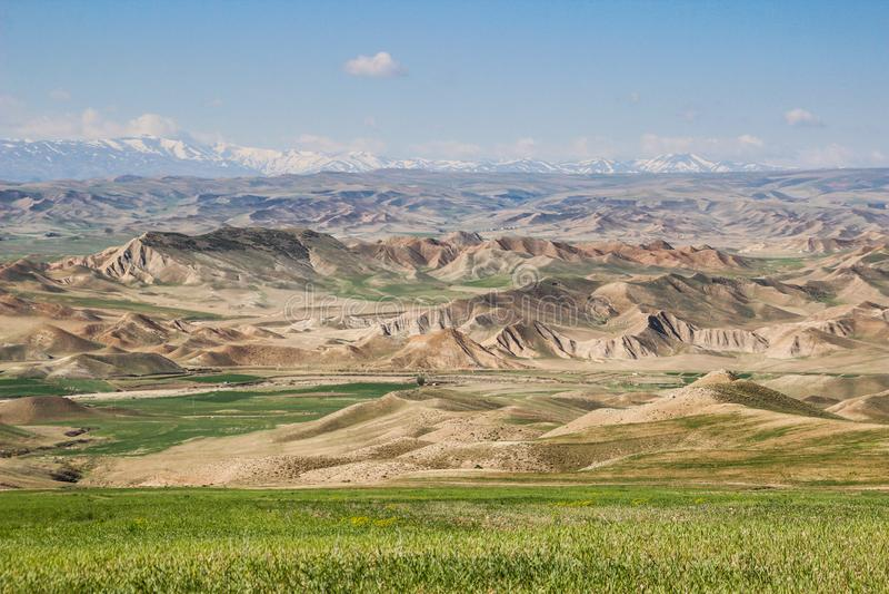 Bella vista della valle con le rocce vicino a Teheran immagini stock