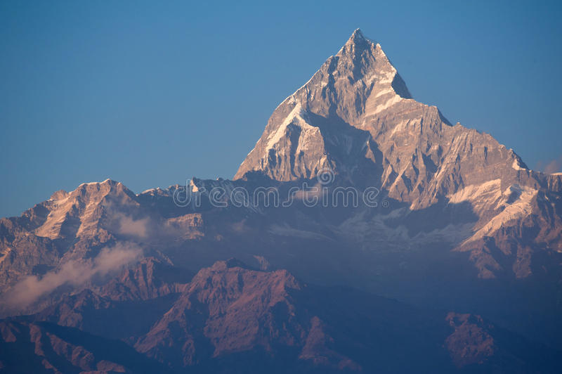 Bella vista delle montagne himalayane con neve fotografia stock