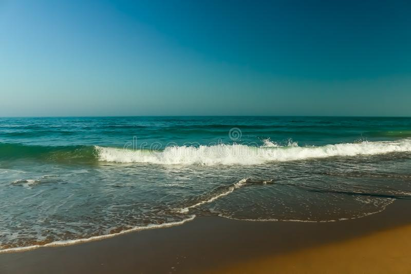 Bella vista delle onde di Mar Nero fotografia stock libera da diritti