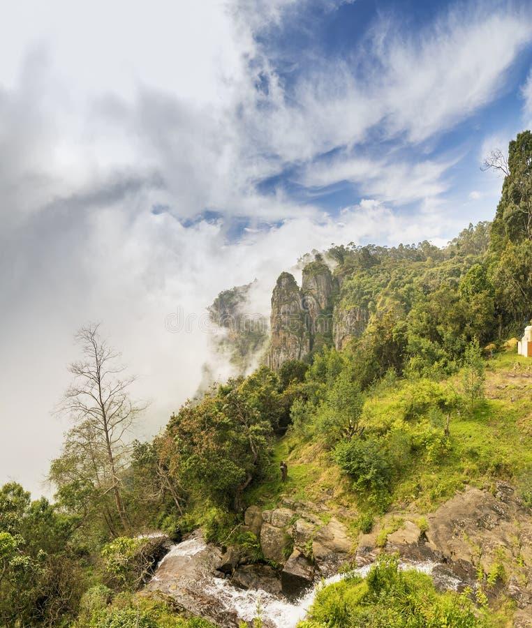 Bella vista delle rocce della colonna di Kodaikanal, Tamil Nadu, India immagini stock