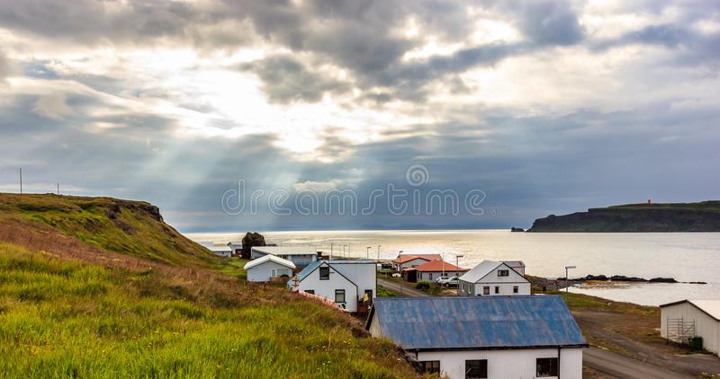 Bella vista di alba a Drangsnes, Westfjords, Islanda di nord-ovest fotografia stock