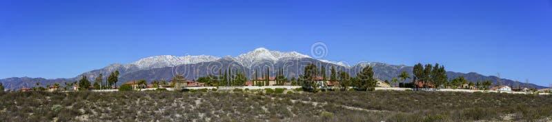 Bella vista di Baldy del supporto da Rancho Cucamonga fotografie stock libere da diritti