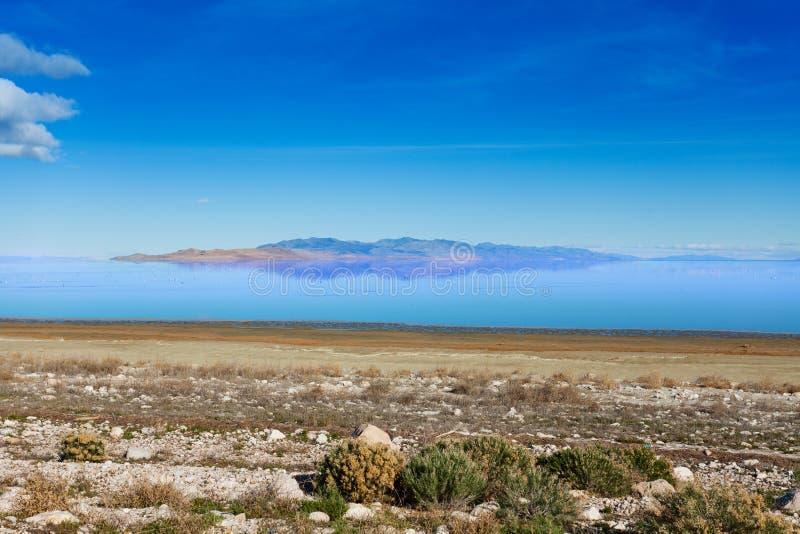 Bella vista di Gran Lago Salato al giorno soleggiato fotografie stock libere da diritti
