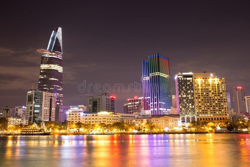 Bella vista di notte di Ho Chi Minh Riverside immagine stock