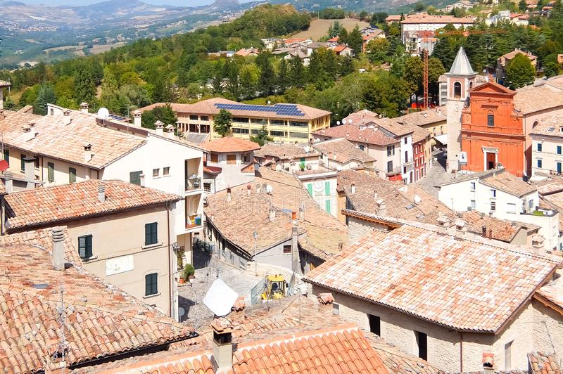 Bella vista di Pennabilli, piccolo comune, individuato circa 140 chilometri 87 MI a sud-est di Bologna fotografia stock