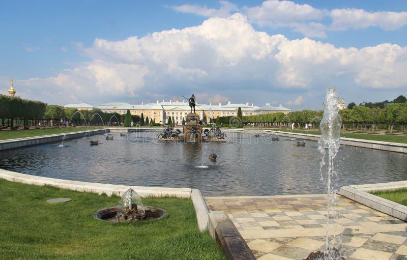Bella vista di Petergof San Pietroburgo immagine stock