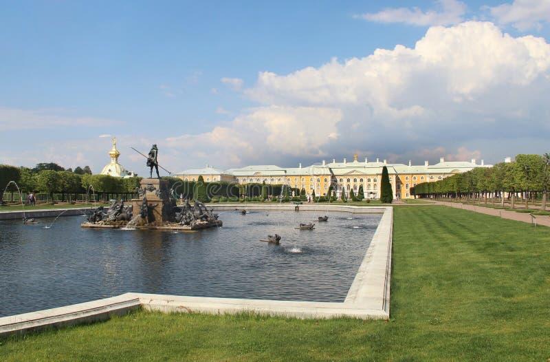 Bella vista di Petergof San Pietroburgo fotografie stock