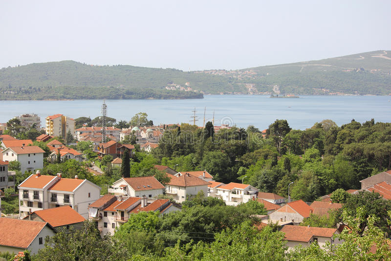 Bella vista di poca città nel Montenegro immagini stock