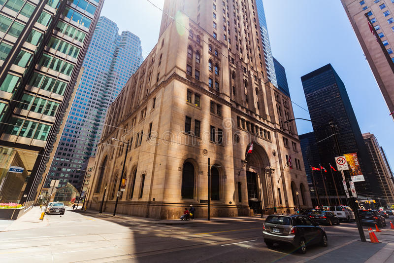 Bella vista di vecchie retro e costruzioni architettoniche alla moda moderne di Toronto nella città giù fotografia stock