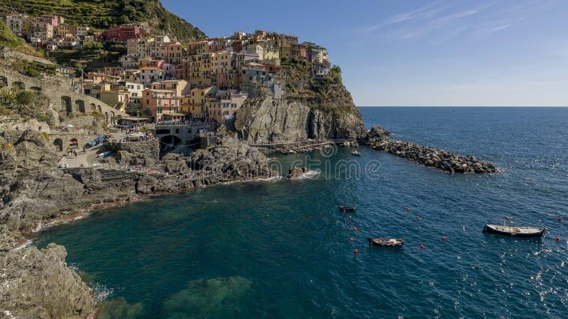 Bella vista panoramica di Manarola, Cinque Terre Park, Liguria, Italia immagine stock