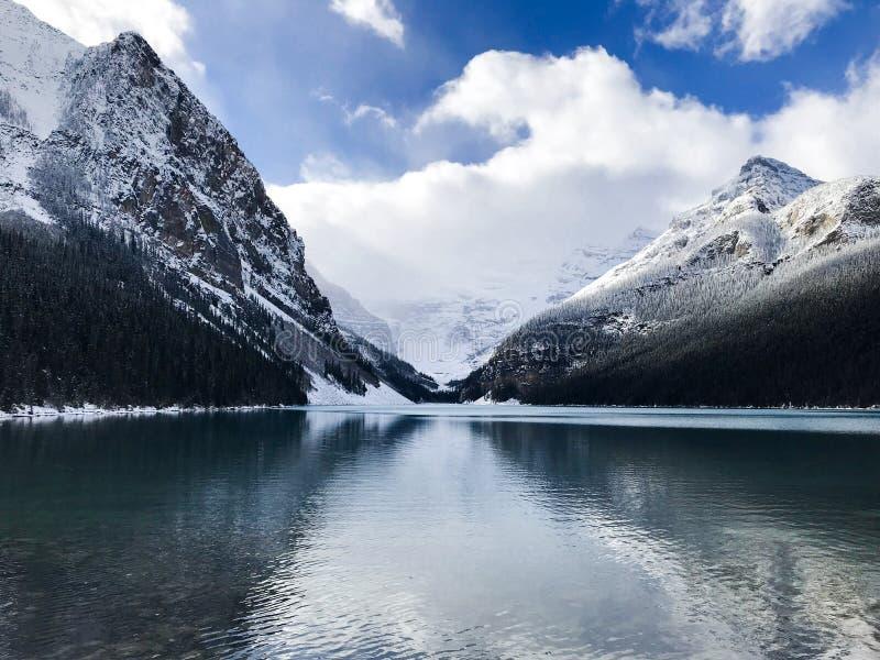 Bella vista per il lago Louise Canada immagine stock