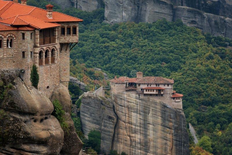 Bella vista scenica, monastero ortodosso santo della st Barbara di Rousanou e Varlaam fotografia stock