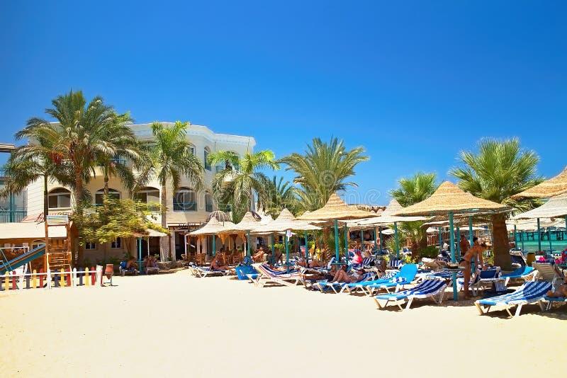 Bella Vista-Strandurlaubsort bereitete sich für die ersten sonnigen Besucher vor stockfotografie
