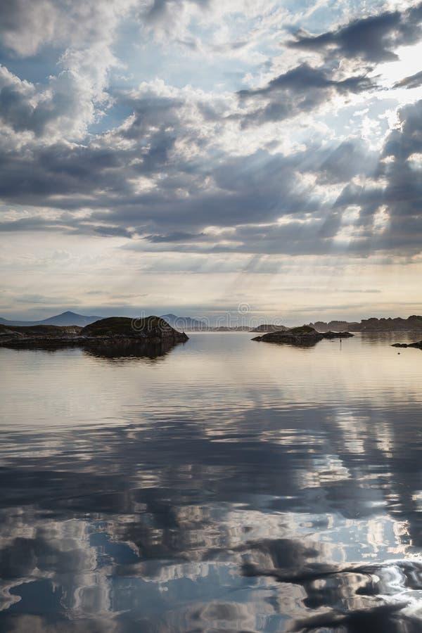 Bella vista sui fiordi norvegesi immagini stock libere da diritti
