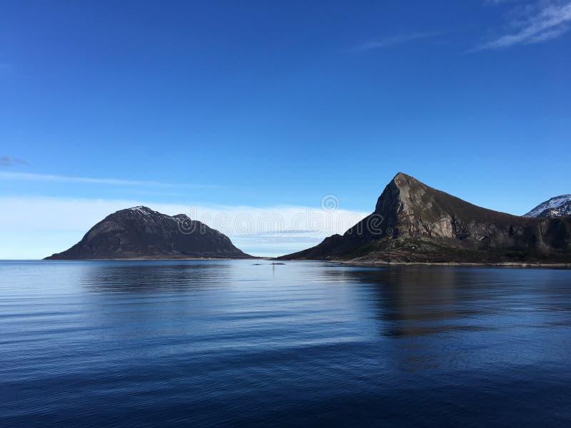 Bella vista sul mare in Norvegia del Nord fotografie stock libere da diritti