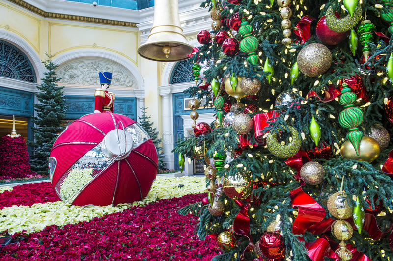 Download Bellagio Hotel Conservatory & Botanical Gardens Editorial Image - Image of hotel, snowy: 30586190