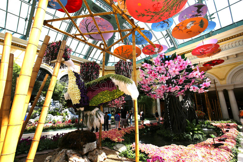 The Bellagio Hotel lobby, with the glass ceiling sculpture ... |Las Vegas Bellagio Hotel Lobby