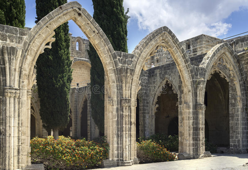 Bellapais abbotskloster nära Kyrenia, nordliga Cypern arkivbilder