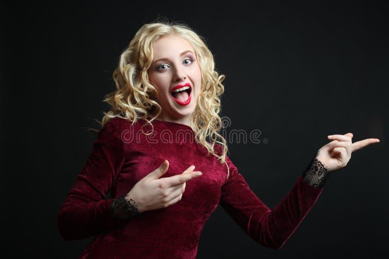 Belle, étonnée fille photo libre de droits