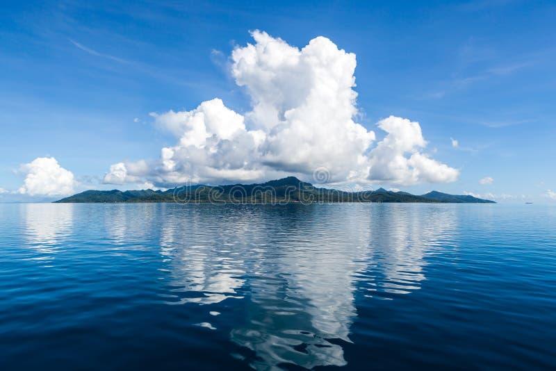Belle île tropicale photographie stock libre de droits