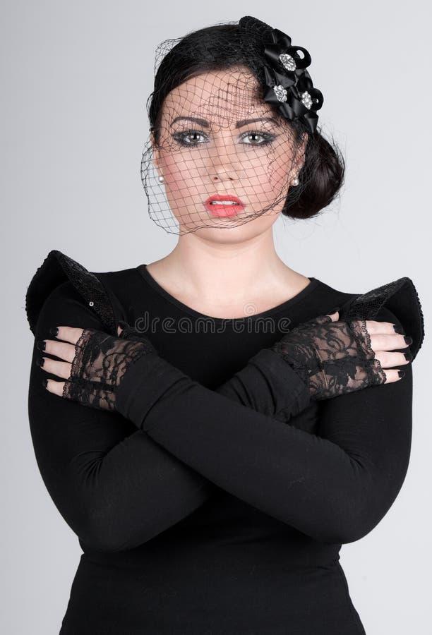 Belle adolescente dans le voile image stock