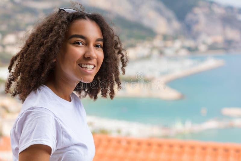 Belle adolescente de fille d'Afro-américain de métis photo libre de droits
