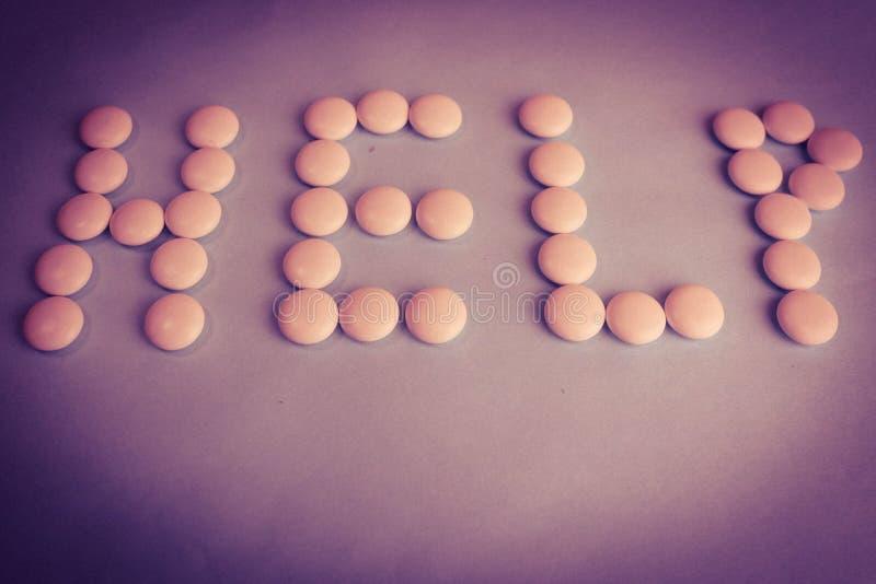 Belle aide d'inscription faite à partir des pilules de rond blanc, des vitamines, des antibiotiques et de l'espace médicaux doux  photo stock