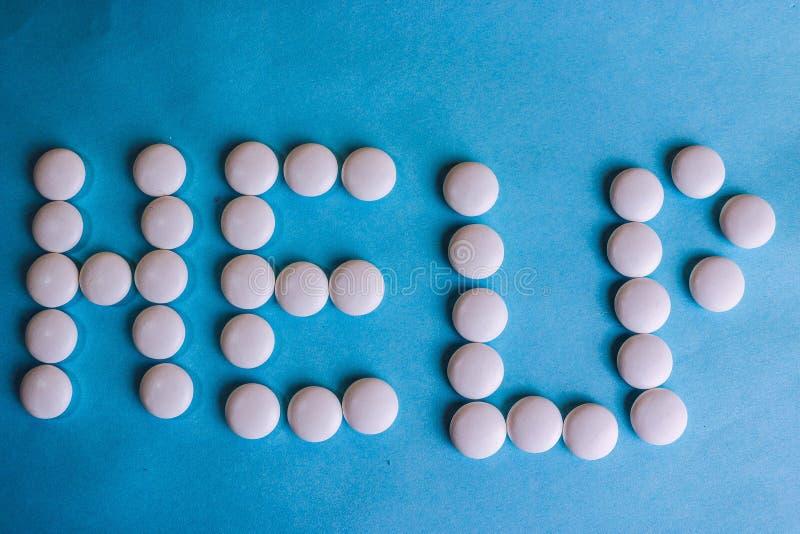 Belle aide d'inscription faite à partir des pilules de rond blanc, des vitamines, des antibiotiques et de l'espace médicaux doux  photos libres de droits