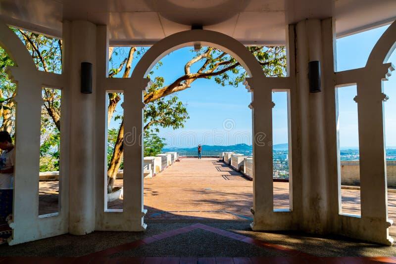Belle architecture à la colline Rang à Phuket photos libres de droits