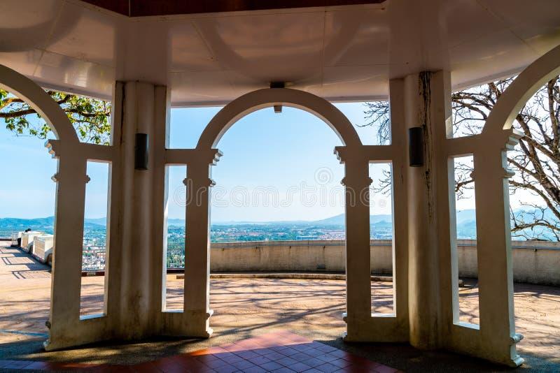 Belle architecture à la colline Rang à Phuket photos stock